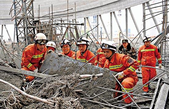 江西电厂冷却塔坍塌致74死